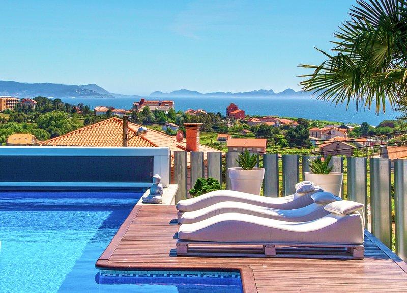 Arra Villa Sleeps 10 with Pool and Air Con - 5794443, aluguéis de temporada em Outeiro