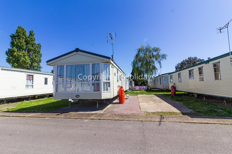 Sited on a great holiday park with lots to do and the seaside town of Clacton is a short drive away!
