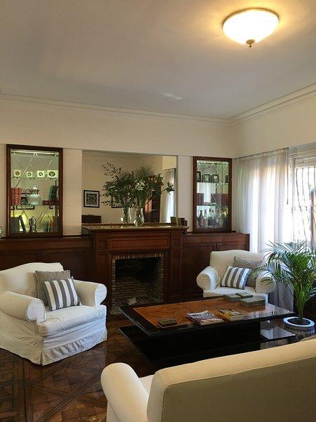 Encantadora e impecable casa, seguridad las 24 hs ,zona residencial Olivos., holiday rental in Olivos