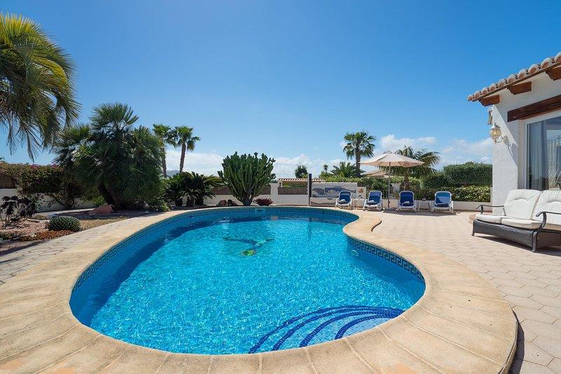 Xabia Villa Sleeps 6 with Pool Air Con and WiFi - 5793149, vacation rental in El Tosalet