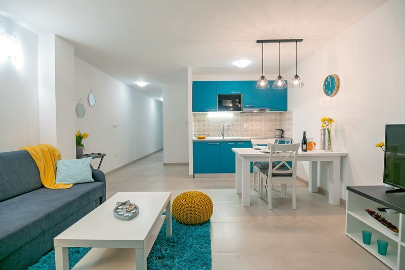 NEW! Petroleum apartment**** Ground floor & Barbecue & Hammocks, location de vacances à Zena Glava