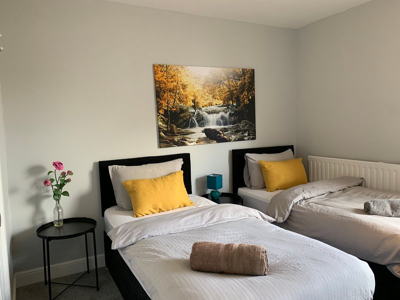 Twin Room 3 Buccleuch Apartment, holiday rental in Market Harborough