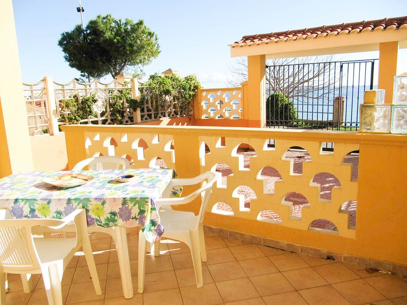 Japigium Villino Granchio con veranda sul mare, alquiler de vacaciones en Isola di Capo Rizzuto
