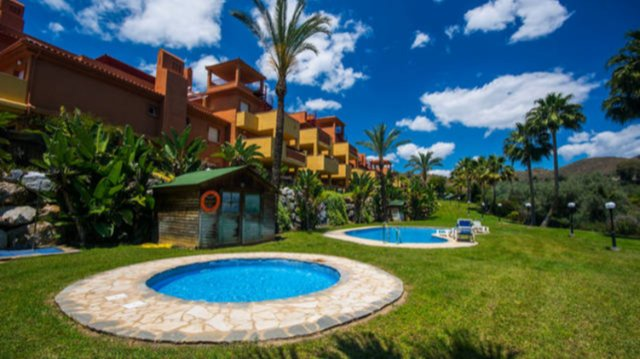 Spacious apt with shared pool, vacation rental in Artola