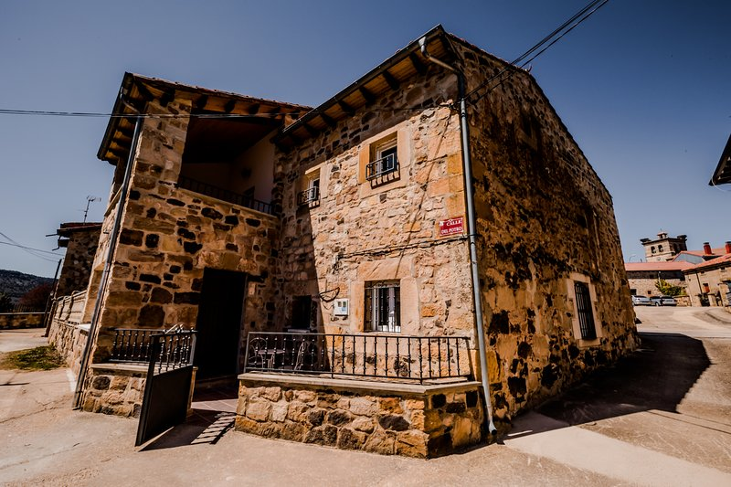 Casa Rural Peña Gamella, vacation rental in Canicosa de la Sierra