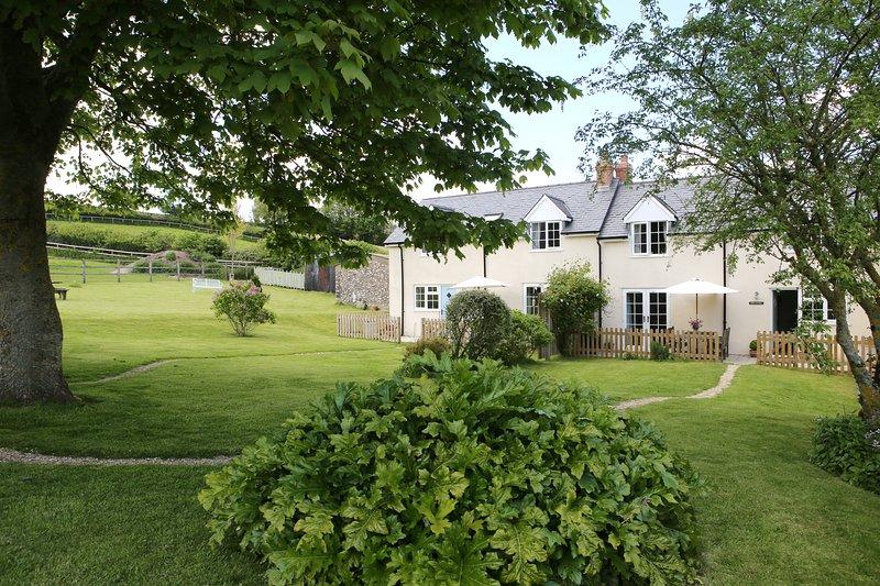ROSE COTTAGE , Pole Rue Farm, edge of pretty village of Combe St Nicholas, casa vacanza a Bewley Down