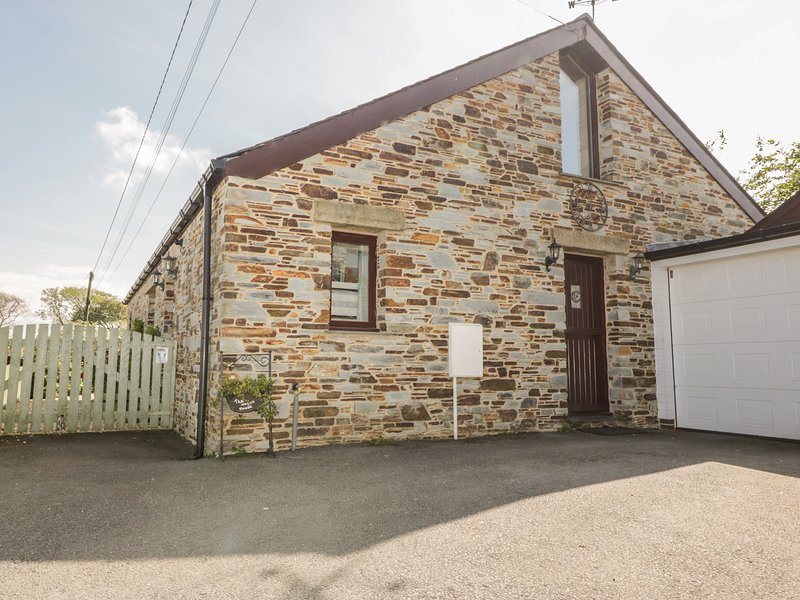 THE WAGON HOUSE, woodburning stove, Tresmeer near Launceston, holiday rental in Altarnun