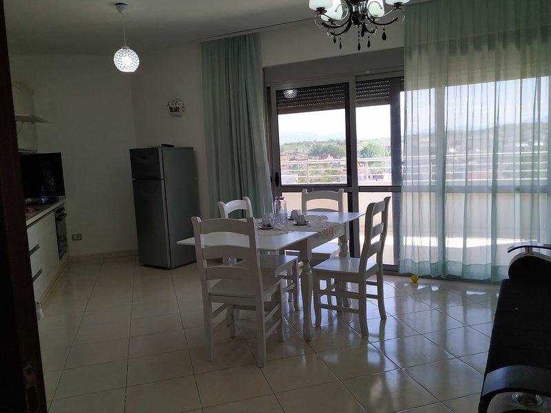 Durrës Strand: ruhige 2-Zimmer Wohnung inklusive Parkplatz. Familien freundlich, location de vacances à Comté de Durres