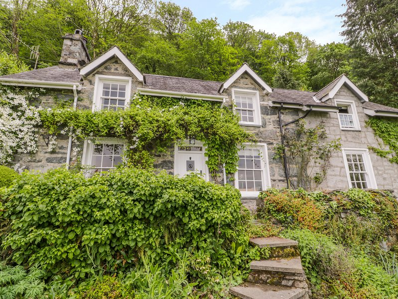 LLETY PERYGL, Pet-friendly, gardens, views, near Harlech, Ferienwohnung in Harlech