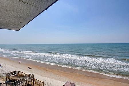 1410 Shipwatch Villas - 3BR Oceanfront Condo in North Topsail Beach with Communi, holiday rental in Topsail Island