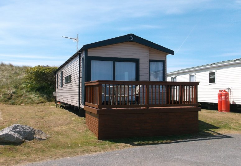 Luxury Swift Antibes caravan with a front deck on Haven Perran Sands Perranporth, vacation rental in Mount