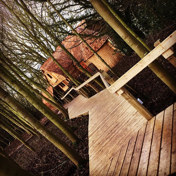 Luxury Treehouse in grounds of Medieval Baxby Manor, vacation rental in Tollerton