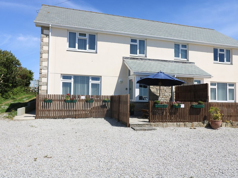 HAGAR VOR semi-detached, two-storey house, sea views, in Marazion, Ref xxxx, holiday rental in Goldsithney