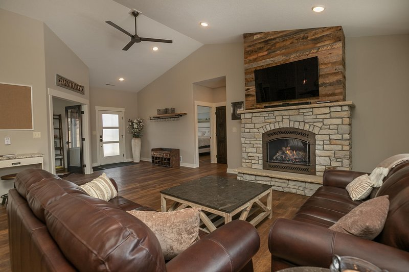 Luxury - New Construction - 3 Bedroom - 2 Bath - Close to Downtown Attractions, casa vacanza a Rochester