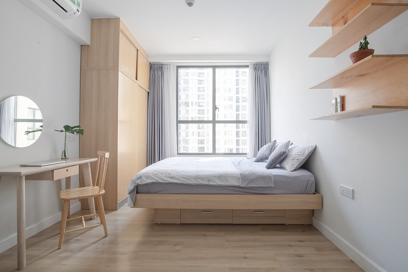 Open space 1BR appartment with comfortable Queen Bed. Well decorated with wooden furniture