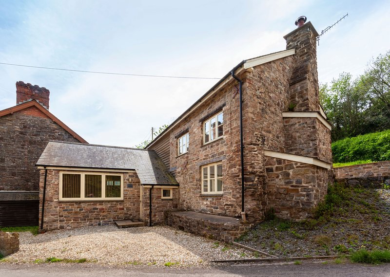 The Mill House, Bampton - Former water mill in a rural location on the outskirts, vakantiewoning in Bampton