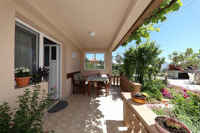 Apartments Anka Studio for three people, holiday rental in Rtina