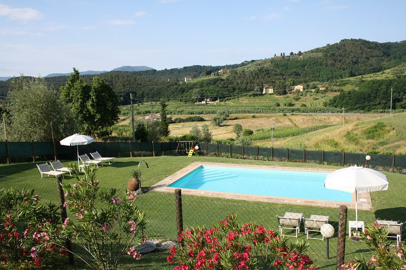 Lovely house for family in the country with pool, holiday rental in Lucca