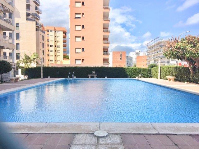 Apartamento con piscina en C/Legazpi, holiday rental in Grau i Platja