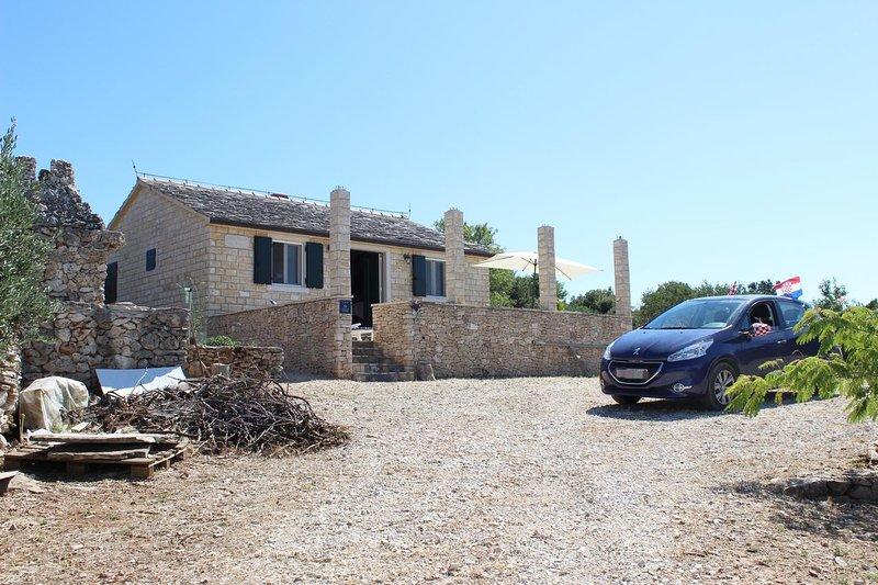 Donji Humac Holiday Home Sleeps 4 - 5796230, vacation rental in Nerezisca