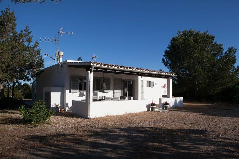 Amazing house with garden & terrace, location de vacances à Es Cap de Barbaria
