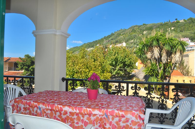 Holiday Apartment yannis on the beach of Agios Gordios in Corfu, holiday rental in Pentati