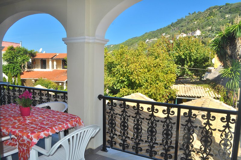 Holiday Apartments yannis on Agios Gordios beach in Corfu, holiday rental in Pentati