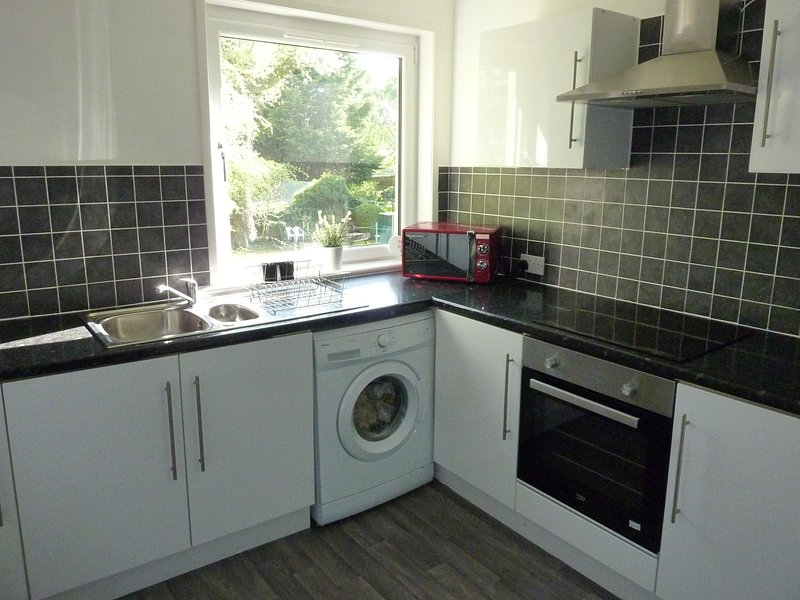 Paisley Central Apartment #4, vacation rental in Clydebank