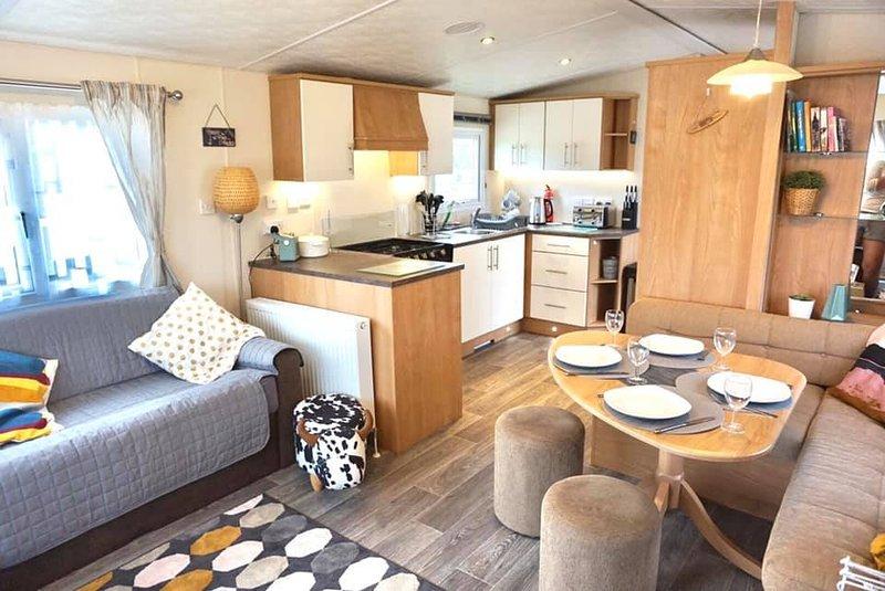 Foxhole 5 - Luxury Dog Friendly 3 Bed Caravan, Ferienwohnung in Crantock