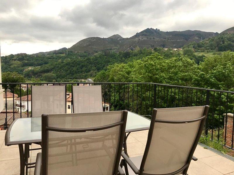 Apartamento con terraza a los Picos de Europa, holiday rental in Tornin