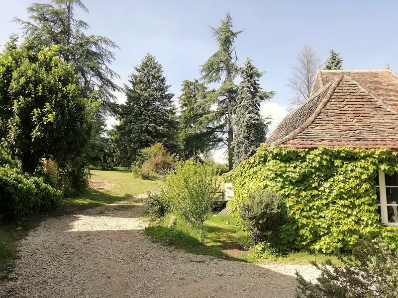 1 bedroom cottage/gite for 2 people with private swimming pool in the Dordogne, holiday rental in Fossemagne