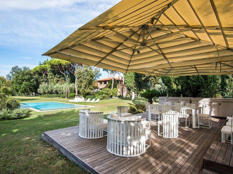 Le Colonne Villa Sleeps 15 with Pool Air Con and WiFi - 5780801, aluguéis de temporada em Grosseto