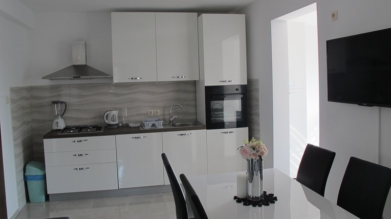 Comfortable apartment for 4, holiday rental in Sobra