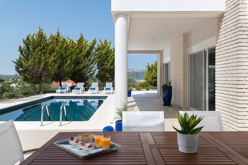 Pastida Villa Sleeps 12 with Pool and Air Con - 5794676, holiday rental in Paradeisi