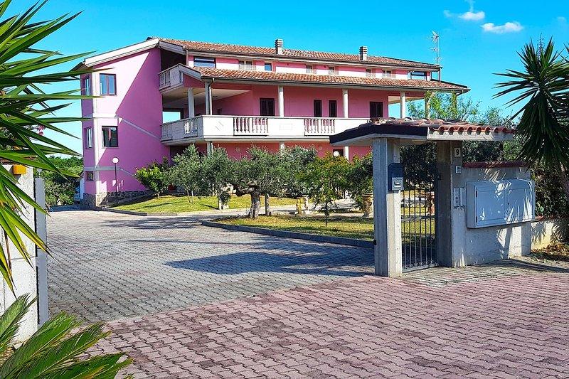 Casa Villa Rita - Appartamento 'F' - Vasto P.Penna, holiday rental in Genova-Rulli
