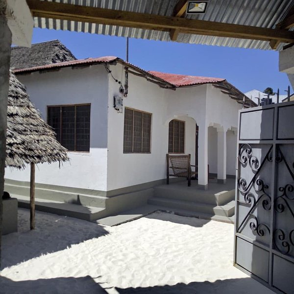 Hakuna Matata Guest House, vacation rental in Michamvi