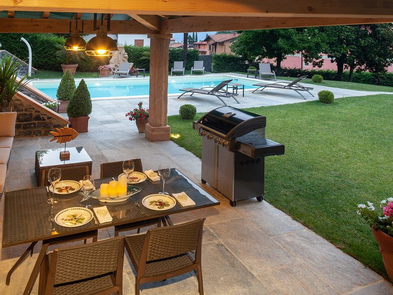Oliveto Lario Villa Sleeps 10 with Pool Air Con and WiFi - 5772842, holiday rental in Onno