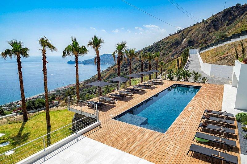 Letojanni Villa Sleeps 14 with Pool and Air Con - 5794436 – semesterbostad i Limina