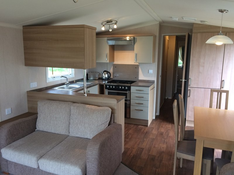 Luxury 8 berth mobile home at Seton Sands, holiday rental in Pathhead