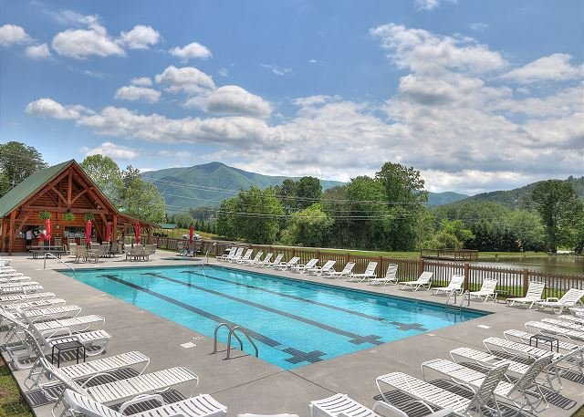Acesso à piscina do resort Homestead