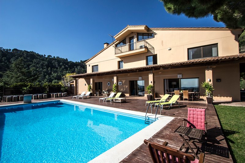Incredible villa overlooking the valley, only 35 minutes from Barcelona, vacation rental in Sentmenat