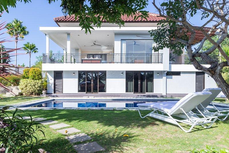 White Rabbit Private villa, holiday rental in Ungasan