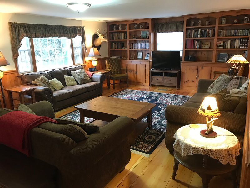 BEAVER CREEK LODGE- Snowmobiling, ATVing & Hunting, holiday rental in Sackets Harbor