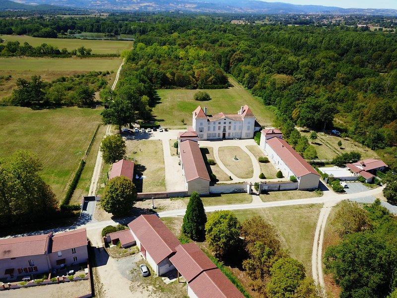 Château des Périchons Poncins Loire Rhône-Alpes France, location de vacances à Montbrison