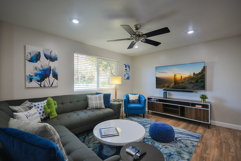 Scottsdale King, Old town walk to everything!  All King beds at ScottsdaleKing, vacation rental in Scottsdale