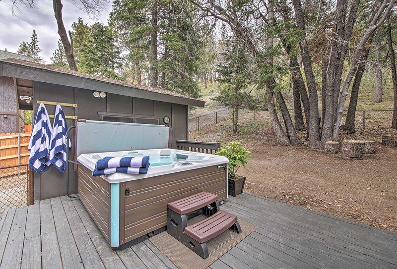 Detta Big Bear hem är den perfekta hemmabasen för att utforska bergen i stil!