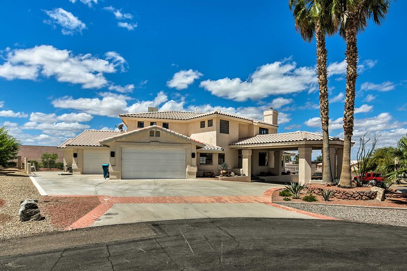 This Lake Havasu City home offers both luxury and great proximity to attractions
