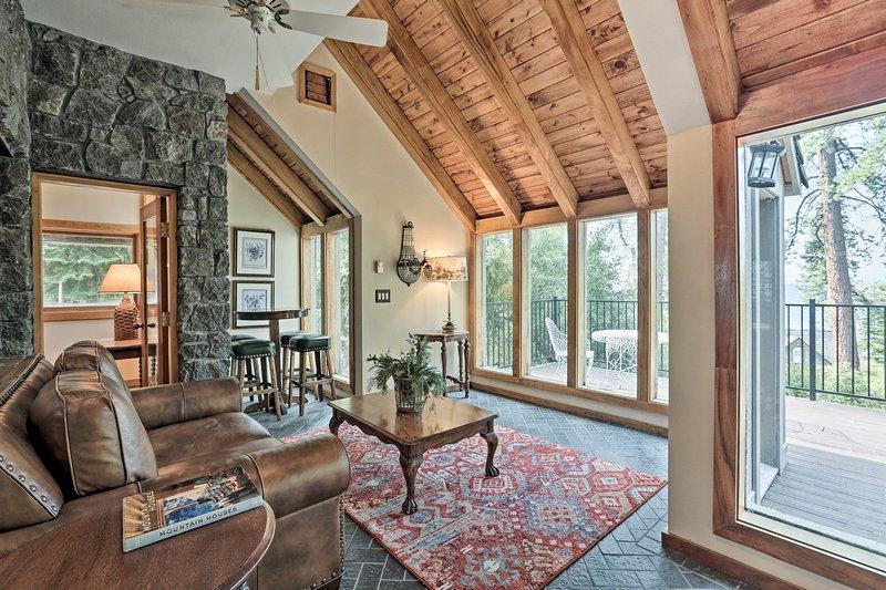 Rendi questa casa impressionante la tua destinazione di vacanza a North Lake Tahoe!