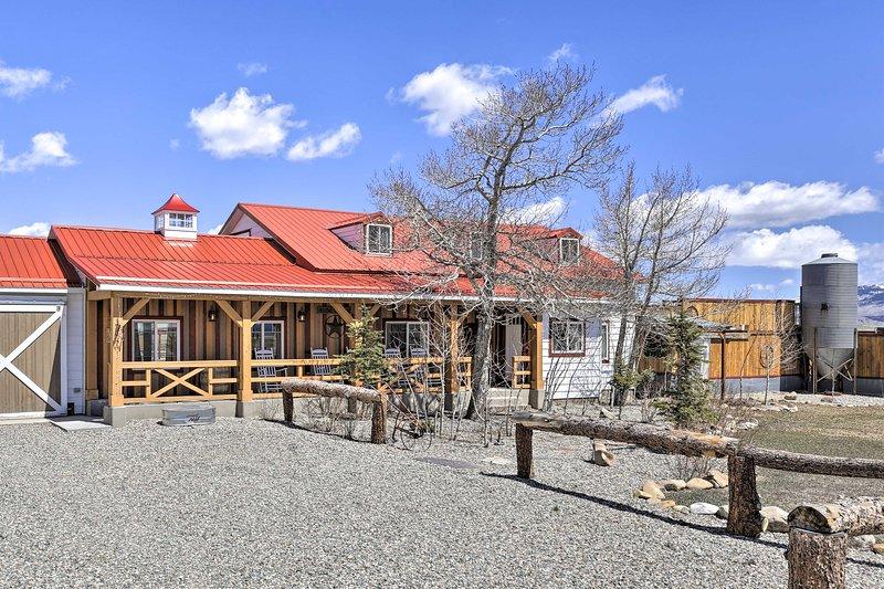 ¡Escápate a Jefferson, Colorado y hospédate en este alquiler de vacaciones único!