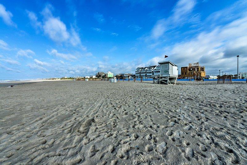 Situato a pochi passi dall'oceano, questa casa è il sogno degli amanti della spiaggia.